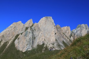 Die Sajat Hütte unterhalb des Sajatkopfes