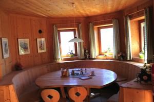 Sajat Hütte von Innen