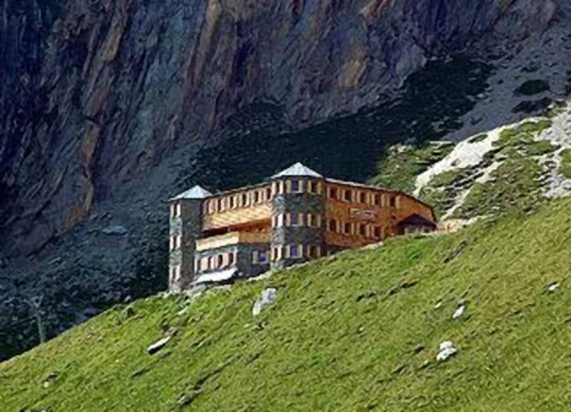 Sajat Hütte - die neue Hütte